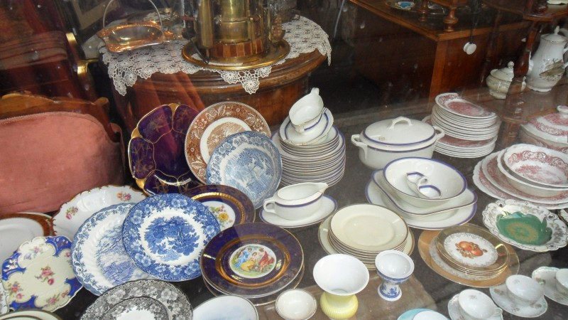 Gallery Samos antique shop Belgrade